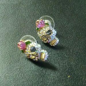 Skull earrings with rhinestones.